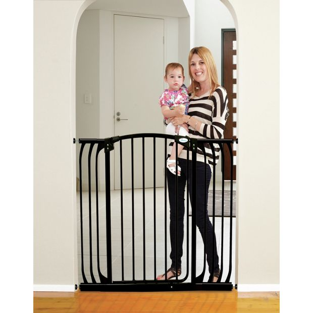 buy dreambaby chelsea tall safety gate kit black at. Black Bedroom Furniture Sets. Home Design Ideas